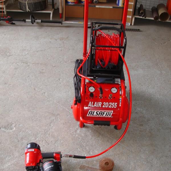 cloueur de charpentier avec compresseur + 30 m cloueuse (2)